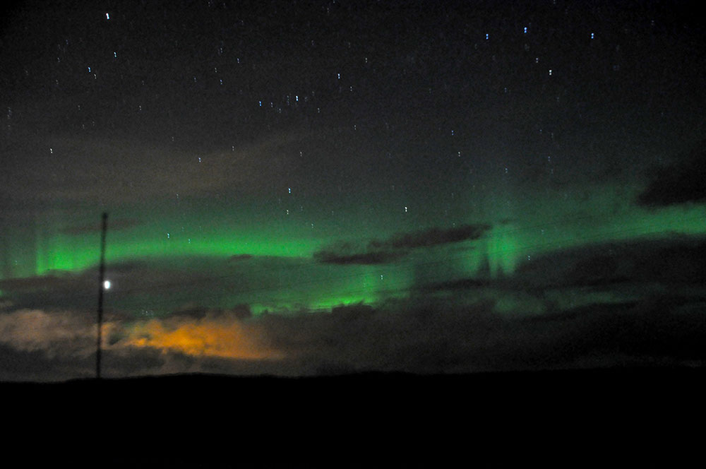 Northern Lights in Þingvellir (Thingvellir) National Park Iceland © The Wandering Wanderluster www.thewanderingwanderluster.com