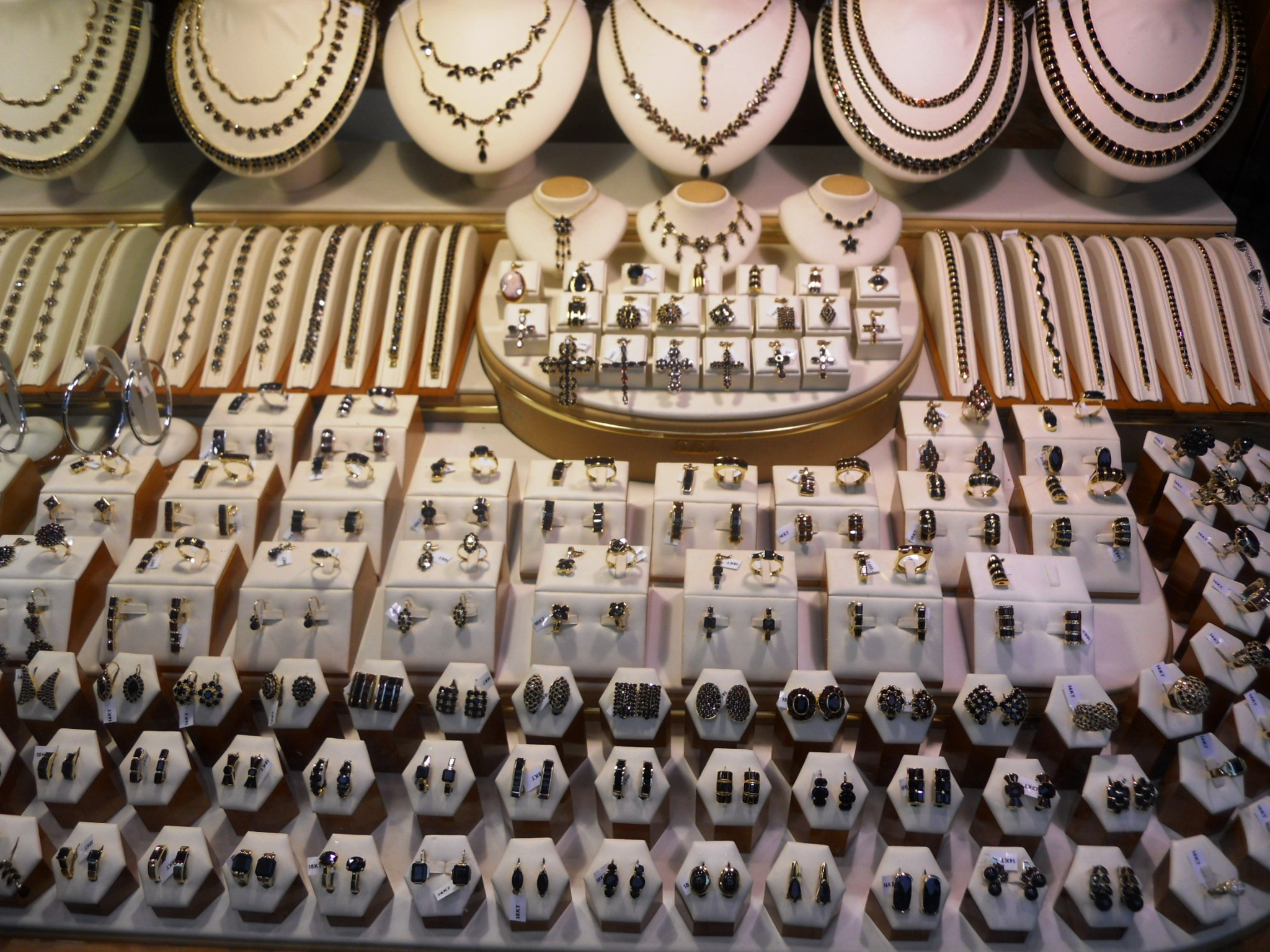 jewelry shoping things to do in prague the wandering wanderluster 1002