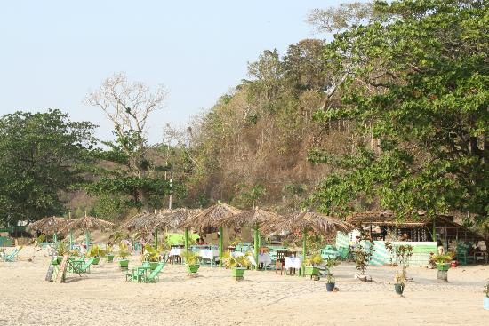 Ngapali-beach-bar
