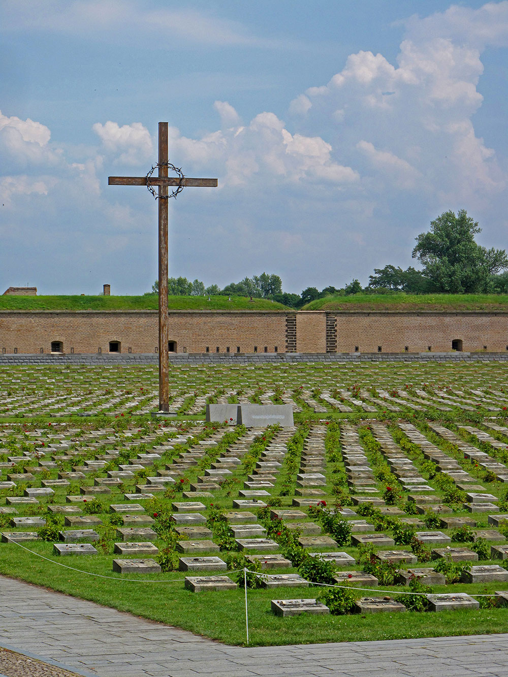 Out of the total number of graves (2,386), only half are marked with names since in many cases the remains found in mass graves after the war could not be identified. Some graves are named only symbolically.