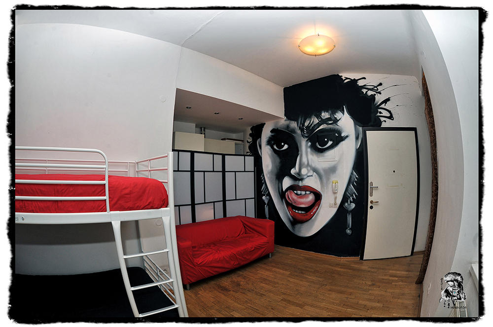The MadHouse Hostel Prague Themed Room