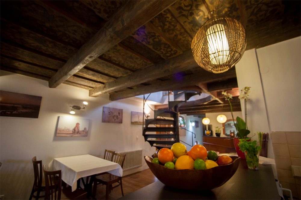 loveg-vegan-restaurant-Prague